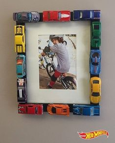 DIY Toy Car Projects For Kids Crazy for Hot Wheels and Matchbox Cars! - Hello Creative Family - DIY Toy Car Projects For Kids Crazy for Hot Wheels and Matchbox Cars La mejor imagen sobre heal - Diy Toys Car, Race Car Crafts, Diy For Kids, Crafts For Kids, Craft Ideas For The Home, Children Crafts, Children Toys, Diy And Crafts, Arts And Crafts