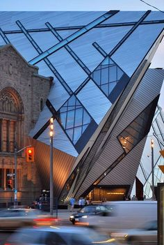 Royal Ontario Museum by Daniel Libeskind - modern architecture design ideas Modern Architecture Design, Futuristic Architecture, Beautiful Architecture, Installation Architecture, Toronto Architecture, Museum Architecture, Interior Architecture, Building Architecture, Parasitic Architecture