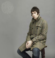 Not gonna lie, I actually love a few of the looks from Liam Gallagher's big Mod curtsey, Pretty Green. Most of the pieces from Pretty Green's 'Green Label' line seem pretty … Liam Gallagher Jacket, Liam Gallagher Oasis, Liam And Noel, England Fashion, Britpop, Pretty Green, Portrait Poses, Mod Fashion, British Style