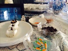 Build your own Snowman:chocolate chips,candy carrot,powdered donuts and colored frosting