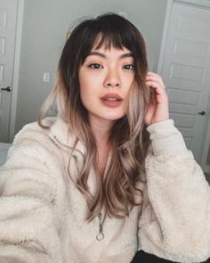 Medium hair with bangs is good choices for women's who want to look more attractive. These hair give good simultaneous looks to women's as well as men's. Short Choppy Bangs, Short Fringe Bangs, Blonde Fringe, Asymmetrical Bangs, Fringe Haircut, Long Hair With Bangs, Blonde Curls, Blonde Ombre, Medium Hair Styles