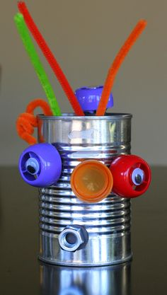 DIY Mix and Match Magnetic Robots! Create a crazy version of Mr. Potato Head using items from your recycling. Use with June Robot story. Create your own robot and write a story about it or use adjectives to describe your robot. Kids Crafts, Preschool Crafts, Projects For Kids, Robot Crafts, Alien Crafts, Monster Crafts, Diy Robot, Recycled Robot, Recycled Crafts