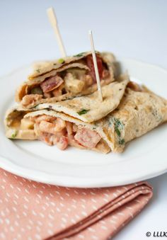 Omelet wrap met garnalen en cocktail saus