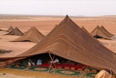 """Beidane tents in Morocco. From this thread, comment made by floatjoy: """"I recall design studies of these tents from Architecture. Architecture Design, Vernacular Architecture, Cultural Architecture, Ancient Architecture, Bedouin Tent, Camping, Beautiful Places, Deserts, Scenery"""