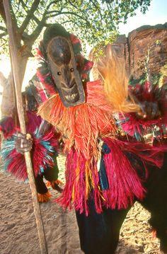 Dogon dancer - Mali. http://www.sergiopessolano.it/galleria/nazioni/mali/images/M03-46.jpg