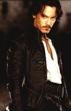Luke Evans is Aramis in the Musketeers