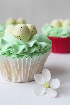 Mandel Buttermilch Oster Cupcakes › Schön und fein   - Easter Recipe -