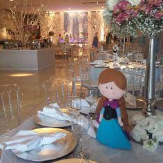 Centro de mesa muito lindo!!! #festainfantil #festademenina #festa #frozen #ginamondego #encontrandoideias #ideiasdefesta #festas #decoracaoinfantil #party #partyideas