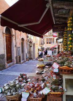 Taormina Comida Siciliana, Holiday Destinations, Sicily, Reuse, Colorado, To Go, Christmas Tree, Joy, Holiday Decor