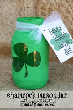 A Shamrock Mason Jar {with a Printable Tag}