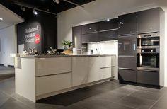 Moderne keuken Kitchen Cabinets, Modern, Home Decor, Trendy Tree, Decoration Home, Room Decor, Kitchen Cupboards, Interior Design, Home Interiors