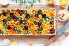 Der Food-Blog, der es dir leicht macht. Das einfache, gelingsichere Rezept für Gemüseröschen Tarte mit einer Schritt-für-Schritt-Anleitung in Bildern.