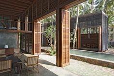 puertas ampias, no este estilo ( queremos ventanales pero cuando estan abiertas que se integren al jardin