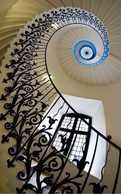 Staircase design and spiral staircase details. Staircase components and design tips. Staircase parts to create a spiral staircase showpiece Beautiful Architecture, Art And Architecture, Architecture Details, London Architecture, Georgian Architecture, Balustrades, Banisters, Iron Railings, Stairway To Heaven
