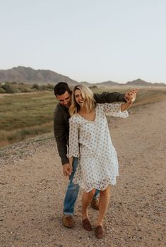 Small wedding and adventure elopement photographer. Engagement Outfits, Engagement Couple, Engagement Session, Couples Images, Couples In Love, Couple Posing, Couple Shoot, Desert Mountains, Couple Photography
