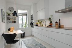 8 Ways to Style Scandinavian Interior Design at Home Scandinavian Kitchen, Scandinavian Interior Design, Home Interior, Dining Room Design, Kitchen Design, Kitchen Decor, House Decoration Items, Farmhouse Layout, Narrow Kitchen
