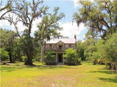 Old Houses, vintage and historic homes for sale: Fixer-uppers, time capsule and move-in ready. Find your old house dream today! Susan Sullivan, Southern Plantation Homes, Southern Plantations, Crazy Houses, Old Houses, Historic Homes For Sale, Old House Dreams, Finding A House, Luxury Real Estate