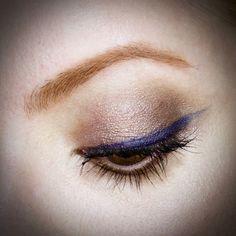 Julia Petit maquiagem moderna usando o batom M.A.C Viva Galm Arianna Grande 2