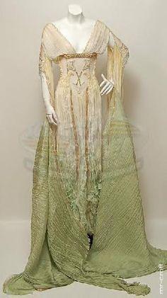 "verona's dress - ""van helsing"", 2004 (source site is a treasure trove of movie props and costumes!)"