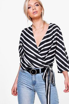 The Season of Stripes: Spring 2017 Outfits | Vogue | Heatonminded