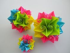 You need: - 28 sheets of square paper (colored notepad, sticky notes, colored copy paper or colored paper for origami), size and color as desired - Toothpick. Origami Fish, Origami Stars, Origami Paper, Dollar Origami, Easy Origami, Origami Flowers Tutorial, Flower Tutorial, Origami Instructions, Paper Flower Ball