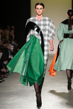 See all the Collection photos from Westminster University Spring/Summer 2015 Ready-To-Wear now on British Vogue Avangard Fashion, School Fashion, Fashion Week, Couture Fashion, Runway Fashion, Fashion Show, High Fashion, Fashion Outfits, Westminster
