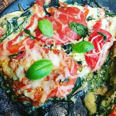 Lasagne van groenten met kaas (surprise van lieve vriendin tijdens drukke werkdag !!) van @pascalenaessens met spinaziecourgettes paprika aubergine basilicum en ricotta #lekker #gezond #eenlevenlangfit #pascalenaessens #healthy #healthyfood #veggie #veggielover #paleo #voedselzandloper by valerieviane
