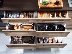 http://blog.primeriti.es/decoideas/decoideas-trucos-practicos-de-almacenaje-para-tu-cocina/