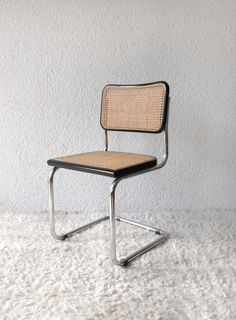 Marcel Breuer Cesca chair. Chromium-plated tubular steel frame. Seat and back rest made of beech with wickerwork (70s) vadevintage.com