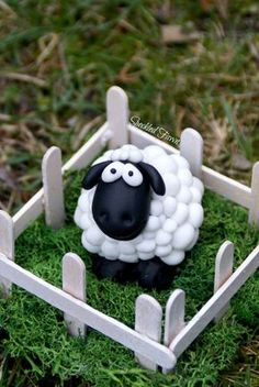 Shaun DIY easter decor, sheep, modeling clay.