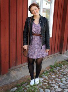 Outfit Flowerdress Sweden black Leatherjacket