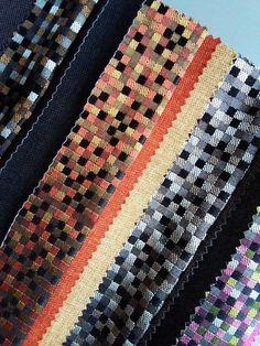 geometryczny wzór na tkaninie to jest TO! Tkaniny z kolekcji KOMODO świetnie sprawdzą się zarówno jako tkanina meblowa, jak i obicie elementu dekoracyjnego. #geometryczny_wzór #tkanina #meble #tkanina_meblowa #fabrics #kwadraty