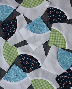 A clever way to sew circles! Use this tip on your next project with fabric from Fabric Shack http://www.fabricshack.com/cgi-bin/Store/store.cgi Repinned: Drunkard's Path from a 6 Minute Circle