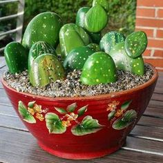 Estos cactus son en realidad piedras pintadas. Te enseñamos cómo hacerlos de la mano del blog En el Mundo de Joly.