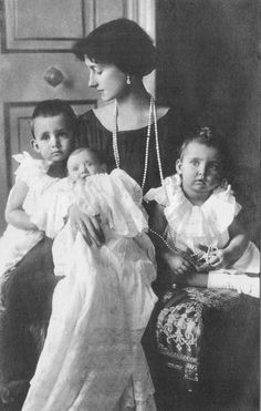 Crown Princess Antonia with her 3 eldest children, Prince Heinrich, baby Princess Editha, and Princess Irmingard.