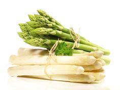 Asparagus with Fish and Eau de Vie Fruit And Veg, Fruits And Vegetables, Veggies, Baby Food Recipes, Great Recipes, Healthy Recipes, Benefits Of Asparagus, Sauce Mousseline, Sauces