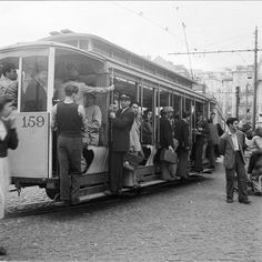 Old Pictures, Old Photos, Lisbon Tram, Rail Transport, Interesting Buildings, Bus, Old City, Capital City, Historical Sites