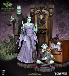 The Munsters Eddie Munster Maquette features a perfectly ordinary kid watching his favorite television show with his favorite stuffed toy. The Munsters, Munsters Tv Show, Horror Art, Horror Movies, Cult Movies, La Familia Munster, Gi Joe, Horror Action Figures, Statues