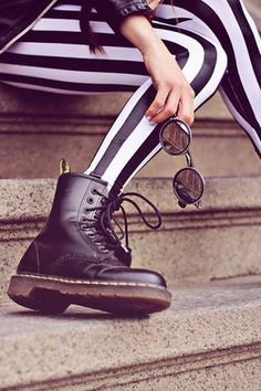 Striped leggings and Doc Martens Mode Outfits, Grunge Outfits, Fashion Outfits, Womens Fashion, Moda Hipster, Dr. Martens, Doc Martens Boots Black, Black Boots, Grunge Style