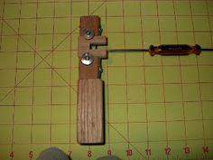 TÉCNICAS DE CUERO: ¿cómo construir herramientas para el cuero? Diy Leather Splitter, Leather Carving, Metal Working, Tools, Craft, Horseshoe Art, Leather Tooling, Homemade Tools, Leather Working