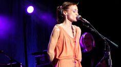 Paper Bag - Fiona Apple. I Feel Like She Looks. Listen to the lyrics or look them uP.