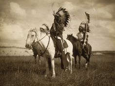 Edward S. Curtis - 12 Historic Photographs - Photistoric