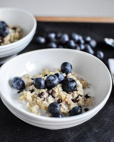Chocolate Chip Blueberry Breakfast Quinoa I howsweeteats.com
