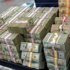 Make Easy Money, Make Money From Home, Make Money Online, Money On My Mind, Money Pictures, Money Stacks, Gold Money, Making 10, Extra Money