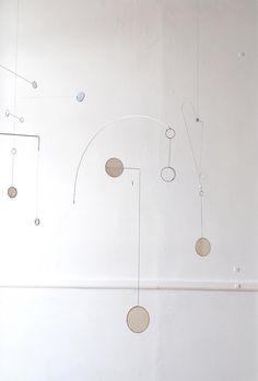 DIY - Como Fazer um Móbile Inspirado em Eames and Ray Charles - FONTE: Vitamini Handmade - Eames - Charles and Ray Eames - DIY Project - Faça Você Mesmo - Projetos Faça Você Mesmo - #BlogDecostore - Fonte: OEN – Kayo Miyashita