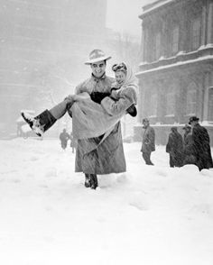 "December 26 1947. Heavy snow blankets the Northeast U.S., buries NYC under 25+"" of snow in 16 hrs."