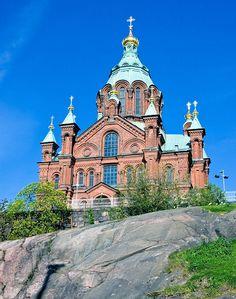 Uspensky Cathedral, Helsinki - Uspenskin katedraali. Kirkon nimi tulee slaavikielisestä sanasta uspenie, joka merkitsee poisnukkumista (kuolemista). Katedraali onkin pyhitetty Jumalansynnyttäjän kuolonuneen nukkumisen muistolle, jonka muistopäivää vietetään 15. elokuuta.