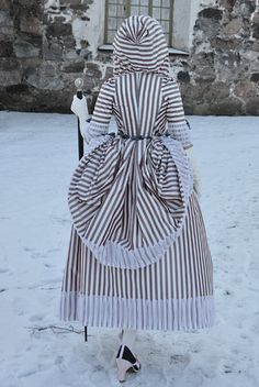 Late 1770s Robe à la Polonaise à coqueluchon. Hood is fabulous! And look at those shoes!