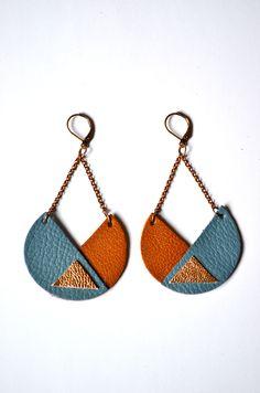 Boucles d'oreille ethniques en cuir 100% handmade       Ronde indienne Bleu, camel et cuivre