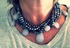 Collar con rosenthel de cristal y lagrimas faceteadas de resina